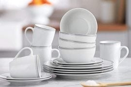 AmazonBasics 16-Piece Cafe Stripe Dinnerware Set