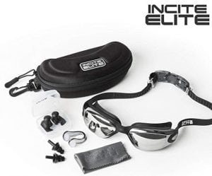 Immerse the swim goggles with protective case